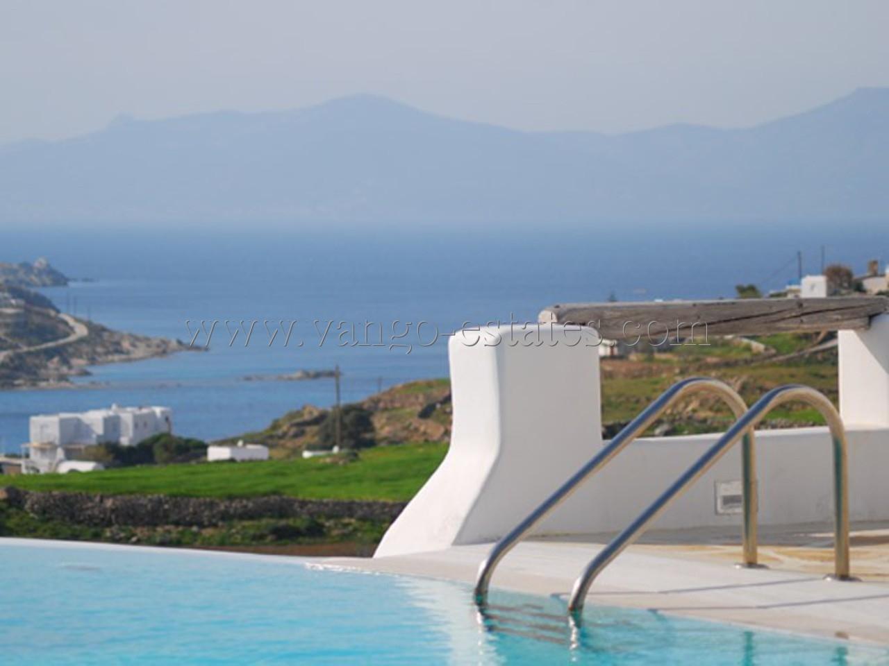 Lovely villa in private complex