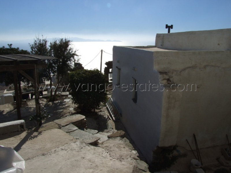 House for sale  with garden in Isternia village Tinos