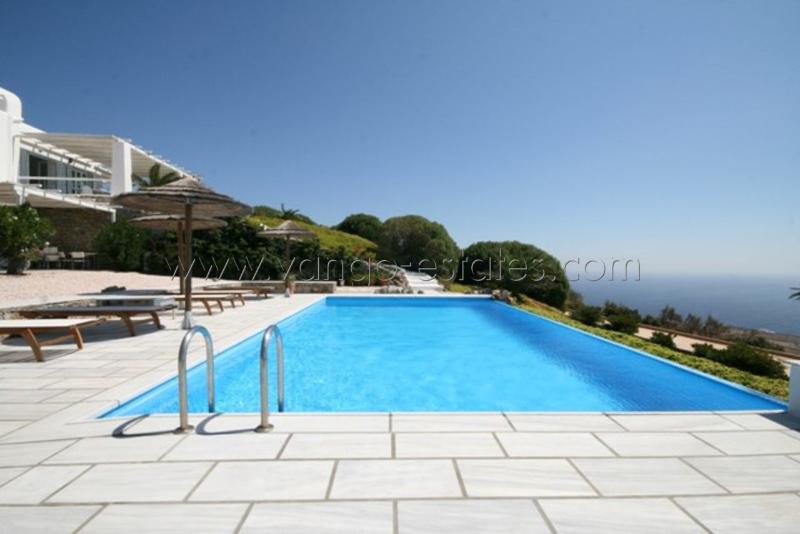Nested private luxury villa near Lia Beach