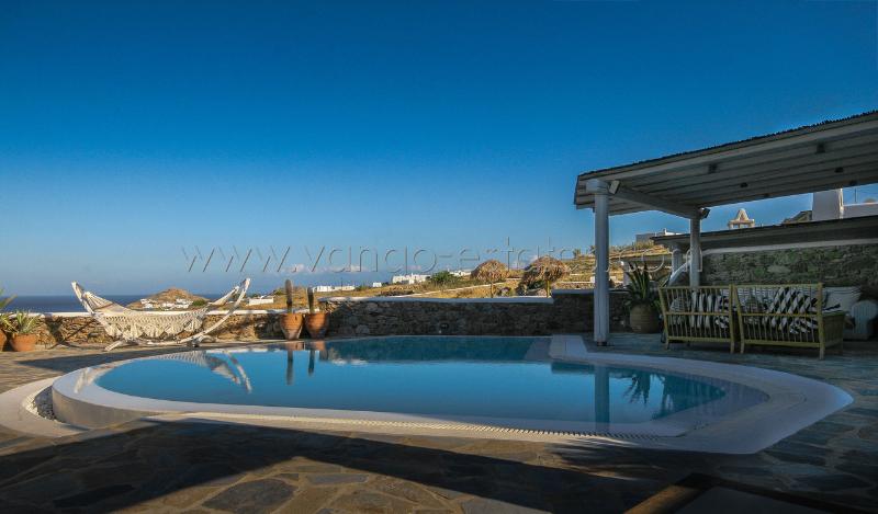 Kalafatis bay view Villa