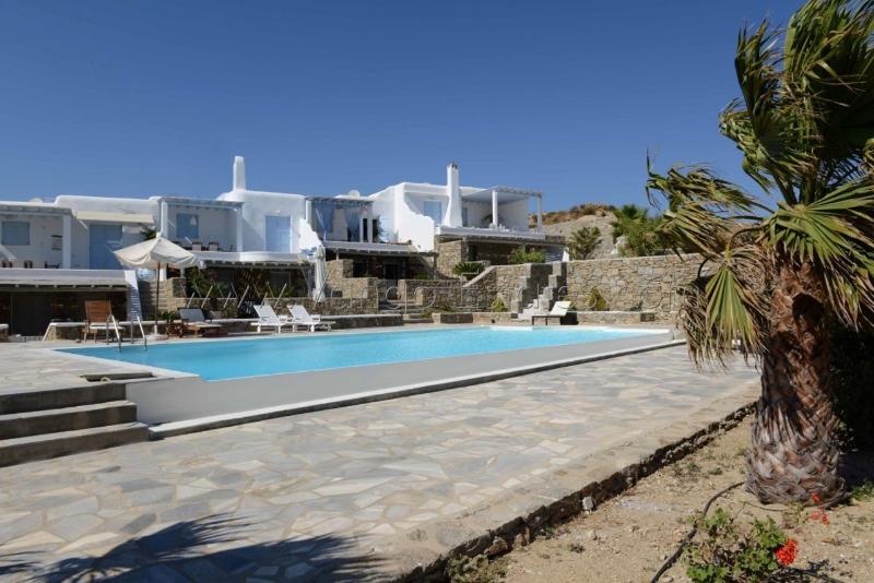 Elia K, complex house