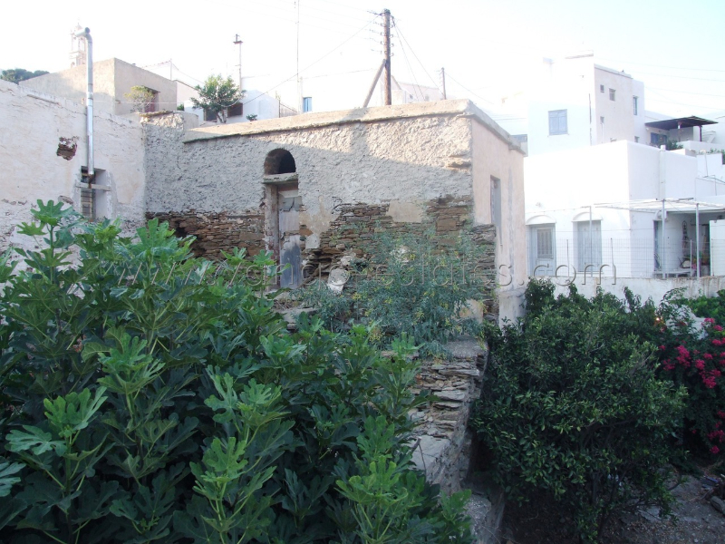 Tinos listed house to renovate